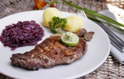 Pork chop with danish style red cabbage