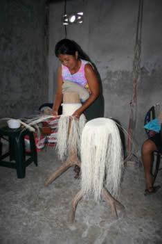 turismo-ecuador-tejedores-pile-sombreros-panama-hat-montecristi